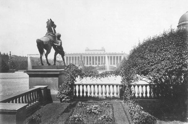 Lustgartenterrasse mit Rossebändiger, um 1900