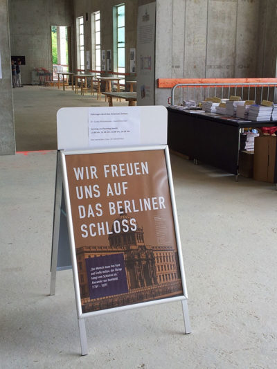 Informationsstand der Gesellschaft Berliner Schloss